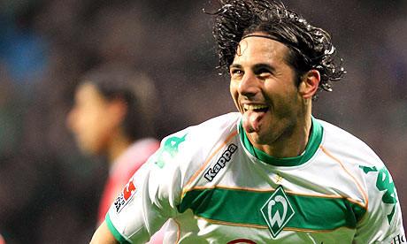 Claudio Pizarro fue elegido como el mejor delantero de la Bundesliga