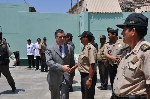 Ministro del Interior: Habrá nueva distribución de policías en todo el país