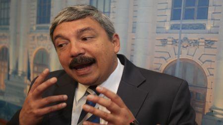 Alberto Beingolea denunció hallazgo de 14 fosas en Ayacucho