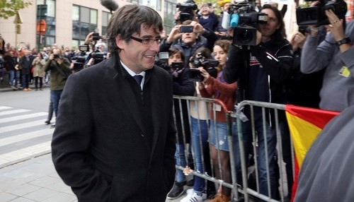 España: Carles Puigdemont dijo que no ha viajado a Bélgica para solicitar asilo