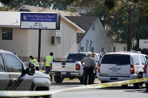 Texas: Al menos 26 muertos después de que un pistolero abrió fuego en una iglesia