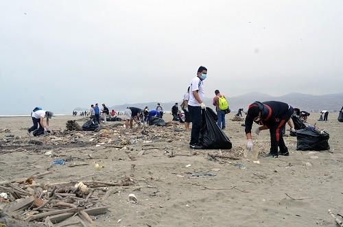 Ventanilla: Más de mil trabajadores municipales participaron de jornada de limpieza de playas