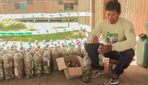 Monitores ambientales del Bajo Urubamba recolectan pilas usadas para contribuir con el medioambiente