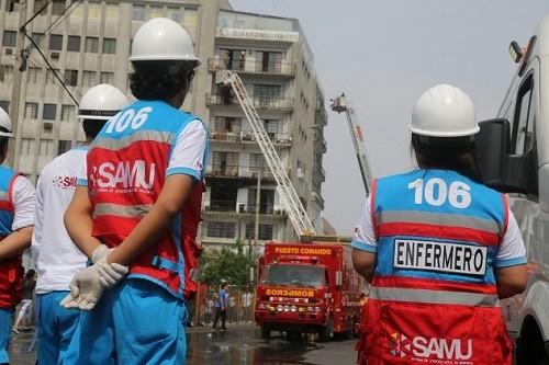 Brigadas del Minisa realizaron 15 atenciones por inhalación de humo durante incendio en edificio del Cercado de Lima