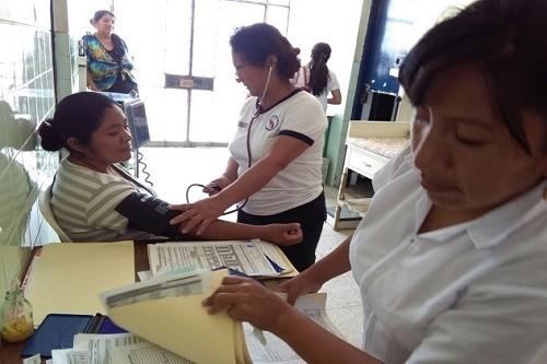 Transfieren más de S/ 42 millones para financiar entrega económica al personal de salud de 21 gobiernos regionales