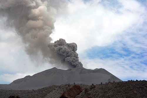 Minsa provee mascarillas y lentes para proteger a la población ante activación del volcán Sabancaya
