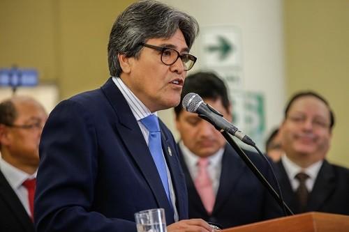 """Ministro de Salud, Abel Hernán Salinas: """"Necesitamos una institución fuerte en la compra de medicamentos"""""""