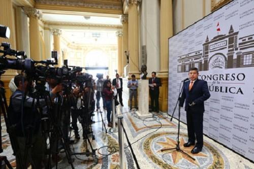 Congreso saluda decisión del gobierno para rechazar presencia de Maduro