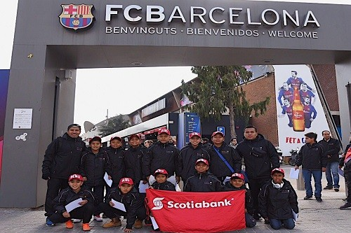 Ganadores del Campeonato Nacional Scotiabank de Fútbol Infantil visitan al FC Barcelona