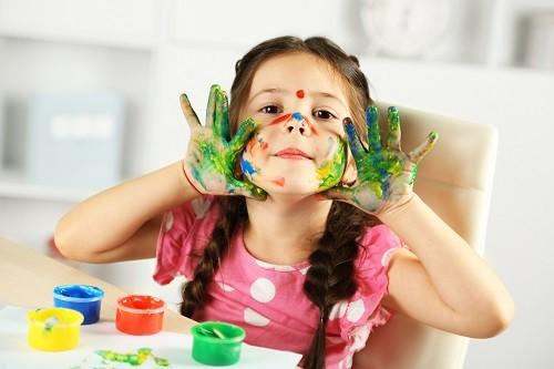 ¿Por qué es bueno dejar que los niños se ensucien?