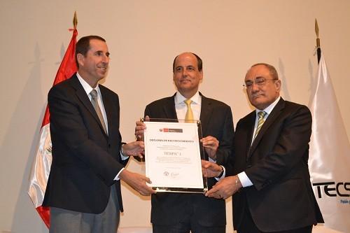 Ministro de Educación otorgó primer licenciamiento bajo ley de institutos a TECSUP