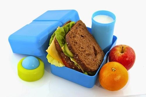 ¿Cómo hacer un refrigerio sano y seguro para una larga jornada en el colegio?