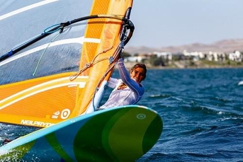 María Belén Bazo brilla en torneos de Windsurf en España y Francia