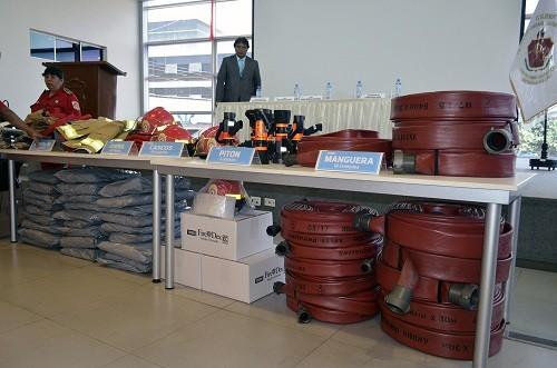 MDV entrega equipos y materiales de protección para Bomberos de Ventanilla