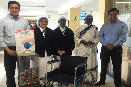 Campaña 'Reciclar para Ayudar' permitió la donación de cinco sillas de ruedas y una cama clínica