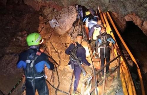 Tailandia: Los 12 niños y su entrenador atrapados en una cueva fueron rescatados con éxito