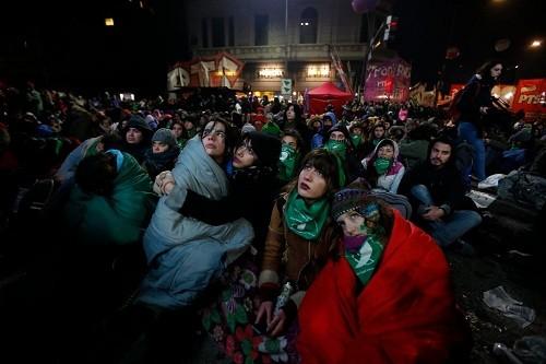 Argentina: El senado definirá hoy si se aprueba una ley para legalizar el aborto