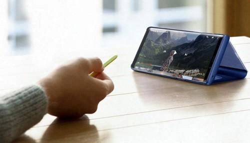 Un control remoto móvil: el S Pen conectado al Galaxy Note9