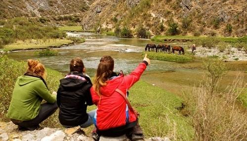 Mincetur: más de 100 mil turistas franceses visitarán el Perú en el 2018