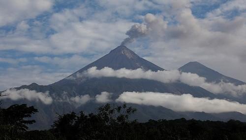 El volcán Fuego de Guatemala entró en erupción
