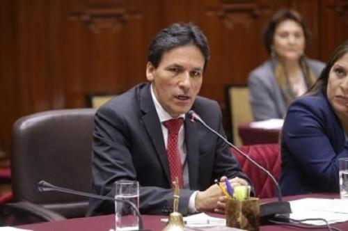 Archivan denuncia contra congresista Héctor Becerril