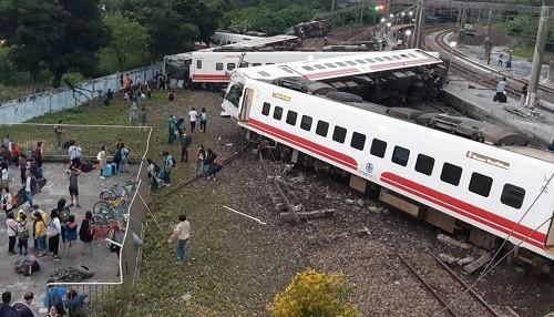 Taiwán: tren se descarrila al sur de Taipei matando a 18 personas e hiriendo a 175