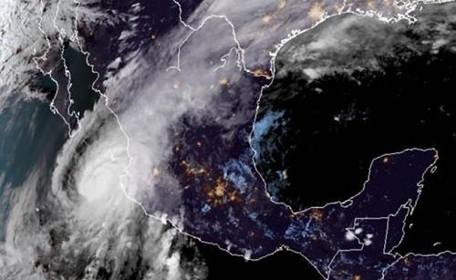 México: el huracán Willa baja a categoría 4 pero aún es extremadamente peligroso