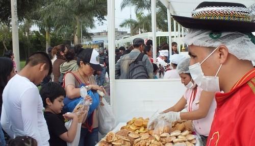 XXII Concurso Nacional de T'anta wawas, tradicionales panes o bizcochos que representan figuras de bebés, llamas, palomas u otras formas