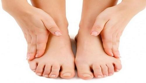 Pacientes diabéticos deben examinarse a diario sus pies para reducir riesgo de amputaciones