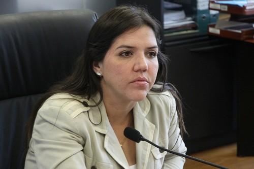 Acusada de recibir sobornos, la vicepresidenta de Ecuador es separada del cargo