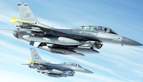 Dos aviones militares de Estados Unidos colisonan en el aire frente a la costa de Japón