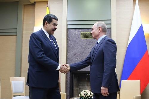 Rusia y Venezuela firman ofertas por 5 mil millones de dólares para impulsar la producción petrolera venezolana