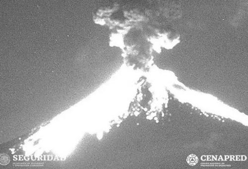 México: el volcán Popocatépetl entra en erupción y lanza cenizas a gran distancia