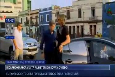 Ricardo Gareca visitó a Edwin Oviedo en la Prefectura de Lima