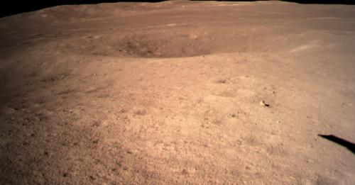 Sonda china hace llegar la primera imagen de la historia tomada en la cara oculta de la Luna