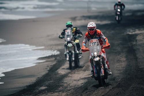 Rally Dakar 2019: César Pardo continúa sorprendiendo en la competencia