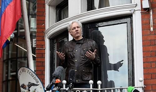 Ecuador cree que Julian Assange debería rendirse a las autoridades del Reino Unido