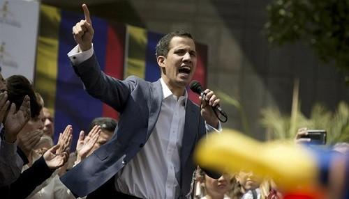 Líder de la oposición venezolana, Juan Guaidó, fue detenido brevemente tras desafiar a Nicolás Maduro