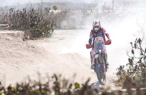 Rally Dakar 2019: César Pardo escala posiciones en la etapa siete