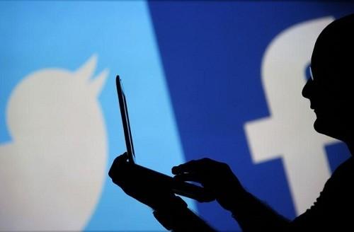 Rusia: el regulador de medios comunicación lanza 'procedimientos administrativos' contra Facebook, Twitter