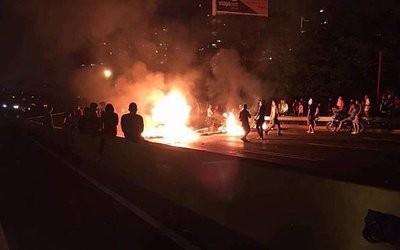 Venezuela: una noche más de protestas callejeras contra Nicolás Maduro
