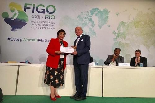 Ginecóloga cusqueña reconocida a nivel mundial por trayectoria científica y profesional