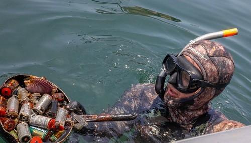 Se recolectó 12 toneladas de desechos durante limpieza de fondo de mar en Pucusana