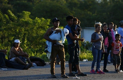 México: gobernador de Coahuila le dice a los migrantes que se mantengan alejados de su ciudad fronteriza