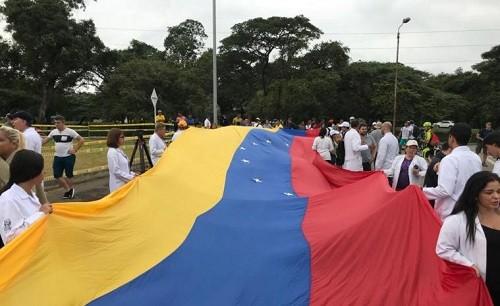 Los médicos venezolanos exigen que se permita la entrada de ayuda humanitaria al país