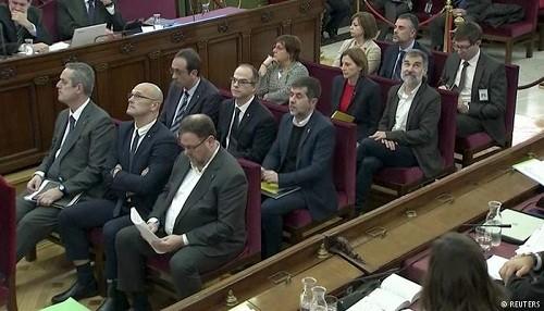 España: 12 líderes separatistas catalanes van a juicio, dejando al descubierto las divisiones del país