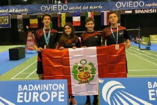 Jóvenes peruanos badmintonistas ganan cinco medallas en España