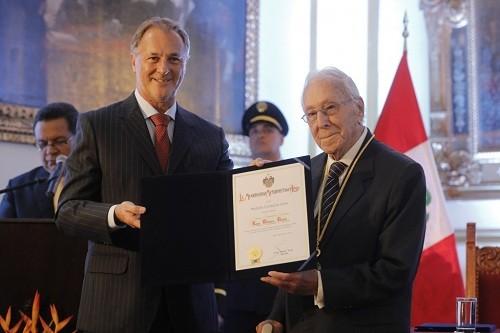 Luis Bedoya recibió la medalla 'Ciudad de Lima'