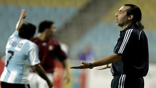 Sergio Batista no se quiere ir de la selección argentina