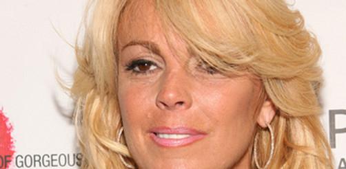 Dina Lohan escribe sus memorias y crítica a su hija Lindsay